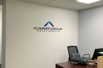 id0291-summit-group-install-02_gallery